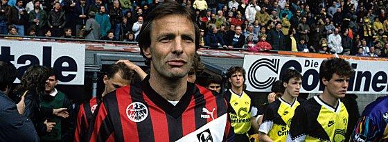 Rekordhalter: Karl-Heinz Körbel hat zwischen 1972 und 1991 602-mal in der Bundesliga gespielt.