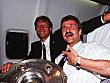 Fritz Walter und Guido Buchwald transportieren die Schale