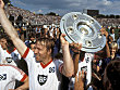 Horst Hrubesch (HSV) bejubelt die Meisterschaft