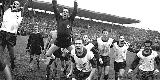 Entscheidender Schritt: Durch ein 3:0 über Dortmund am vorletzten Spieltag legte Werder Bremen den Grundstein zum Meistertitel.