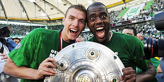 Traumduo: Edin Dzeko (li.) und Grafite schossen den VfL Wolfsburg zum ersten Titel der Vereinsgeschichte.