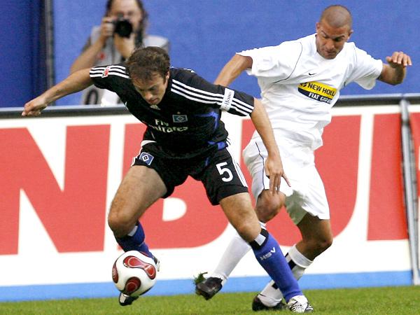 Einen Schritt voraus: Der HSV, hier mit Mathijsen gegen Blasi, setzte sich gegen Juventus Turin durch.