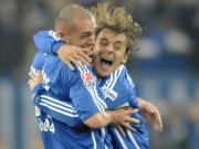 Dürfen bald wieder auf den Platz: Schalkes Rafinha (re.) und Christian Pander stehen vor der Rückkehr.
