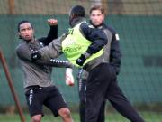 Faustkampf: Boubacar Sanogo (rechts) und Carlos Alberto werden im Werder-Training handgreiflich.
