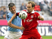 Neuer Teammanager: Christian Nerlinger, rechts im Trikot der FCB-Allstars gegen Imhof vom TSV 1860.