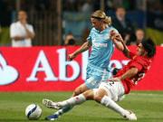 Fußball: Anatoliy Timoshchuk (Zenit St. Petersburg) gegen Carlos Tevez (Manchester United)
