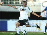 Fußball, Bundesliga: Lars Bender, U-19-Nationalspieler von 1860 München, wechselt 2010 zu Bayer Leverkusen.
