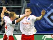 Hamburger Jubel: Jarolim (links) gratuliert Olic zum Führungstreffer gegen Cottbus.