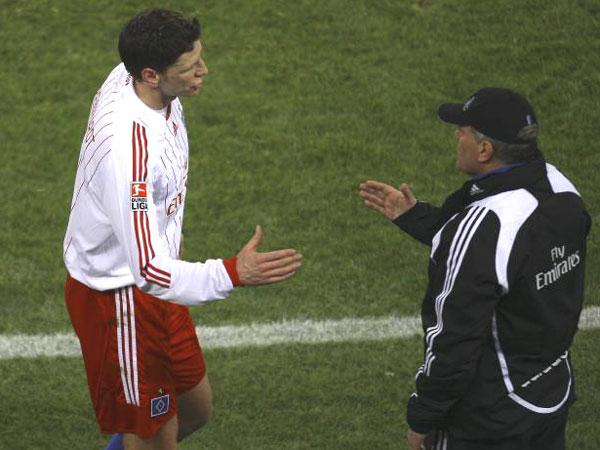 Fußball, Bundesliga: Bastian Reinhardt und HSV-Trainer Martin Jol gehen ab Sommer getrennte Wege.