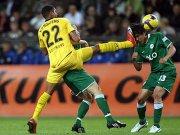 Kevin-Prince Boateng (li.) foult brutal Wolfsburgs Makuto Hasebe