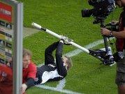 Manuel Neuer als Nachfolger von Oliver Kahn? Geübt hatte der Schalke-Keeper ja schon mal ...