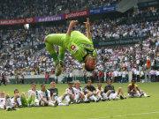 Fußball, Bundesliga: Gladbachs Keeper Logan Bailly brach sich den Mittelfuß.