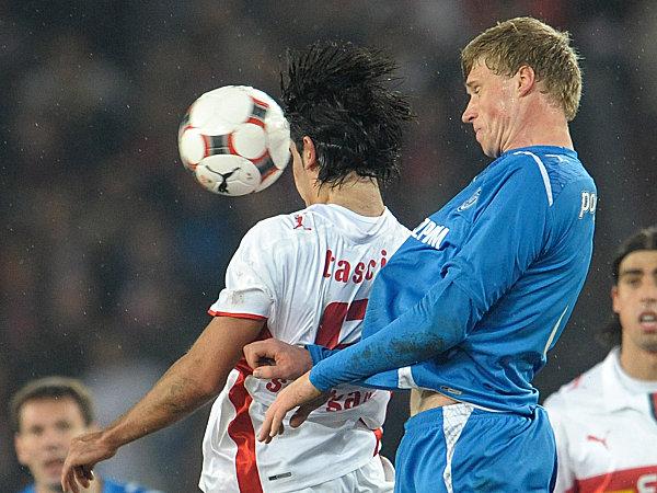 Serdar Tasci gegen Pavel Pogrebnyak (v.li.)