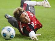 Fußball, Bundesliga: René Adler streckt sich und strebt nach Höherem - zum Beispiel Manchester United.