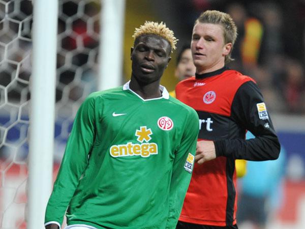 Aristide Bancé (1. FSV Mainz 05) gegen Maik Franz (Eintracht Frankfurt)