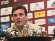 Fußball, Bundesliga: Dieter Hecking soll dem FCN wieder Leben einhauchen.
