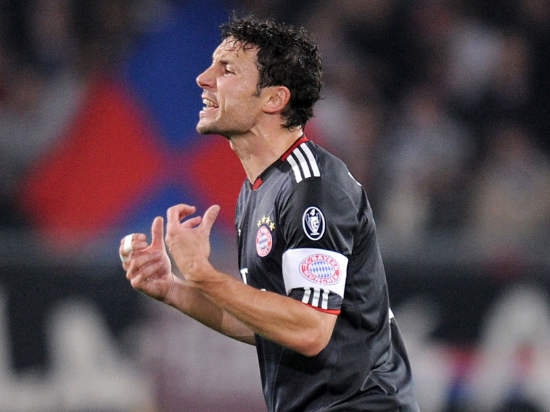 vanbommel 1285839877 The Mark van Bommel Conundrum: Have Bayern Munichs Fringe Players Frozen Him Out?