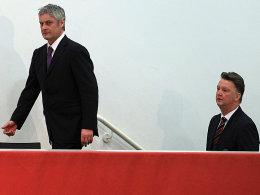 HSV-Trainer Armin Veh (l.) und Louis van Gaal