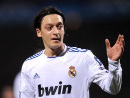 In Spanien längst Alltag: Mesut Özil wirbt auf dem Trikot von Real Madrid für bwin.
