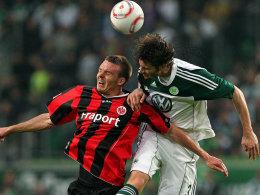 Arne Friedrich (re.) vs. Alexander Meier (Frankfurt)
