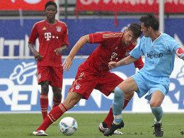 Münchens Gomez tanzt Sega (re.) aus, Alaba schaut zu