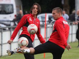 Der neue und der alte FC-Kapitän: Pedro Geromel und Lukas Podolski.
