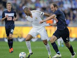 War auch von Hubnik (re.) nicht zu stoppen: Benzema sorgte für zwei Tore gegen die Hertha.