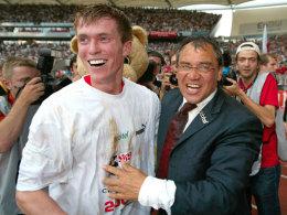 Aliaksandr Hleb mit Felix Magath, hier 2003 nach der Vize-Meisterschaft des VfB Stuttgart
