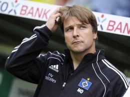 Sitzt auch gegen Mönchengladbach auf der HSV-Bank: Trainer Michael Oenning.