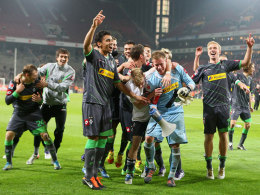 Die Spieler von Borussia Mönchengladbach feiern in Köln