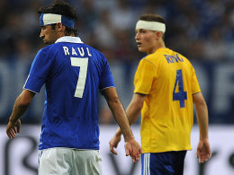 Im Spiel gegen Schalke hat Alexander Ring (re., mit Raul) Lucien Favre überzeugt.