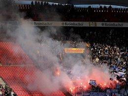 Rauch in der Stuttgarter Mercedes-Benz-Arena im Hertha-Block.