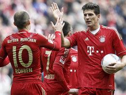 Robben und Gomez jubeln über sieben Tore der Bayern gegen Hoffenheim.