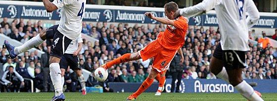 Sechstes Saisontor: Gylfi Sigurdsson zieht ab und trifft satt zum 1:1-Ausgleich in Tottenham (Endstand: 1:3).