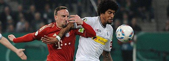 Nach Reus und Neustädter wechselt auch er: Dante im Duell mit dem künftigen Teamkollegen Franck Ribery (li.).