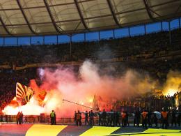 Bengalische Feuer: Dortmunder Fanblock beim DFB-Pokalfinale in Berlin.