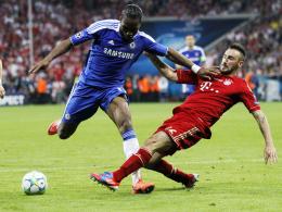 Weitere vier Jahre im Bayern-Trikot: Diego Contento, hier rechts im Zweikampf mit Chelseas Didier Drogba.