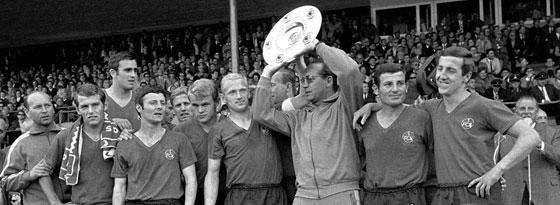 Max Merkel feiert die neunte Meisterschaft des 1. FC Nürnberg.