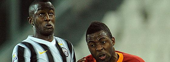 Im Werder-Visier: Prince Gouano (li.), hier gegen Romas Junior Tallo.