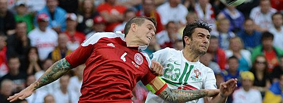 Umworben vom Meister: Liverpool dänischer Nationalspieler Daniel Agger (hier bei der EURO gegen den Portugiesen Helder Postiga).
