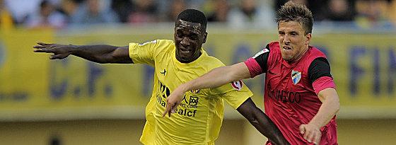 Von Villarreal nach Mailand: Abwehrspieler Cristian Zapata (li.), hier gegen Malagas Camacho.