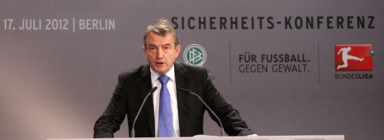 DFB-Präsident Wolfgang Niersbach auf der Sicherheits-Konferenz