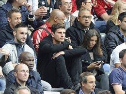 Mario Gomez mit Freundin Diego Contento und Rafinha auf der Tribüne