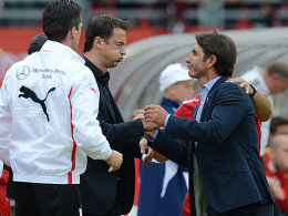 Erleichterung? Fredi Bobic und Bruno Labbadia nach dem ersten Saisonsieg.
