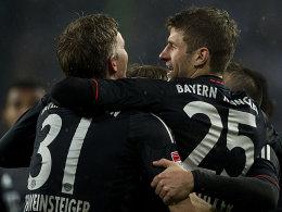 Schweinsteiger und Müller jubeln über ihre Tore gegen den Hamburger SV.