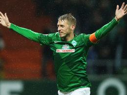 Jubel im Regen: Hunt erzielt beide Tore für Werder.