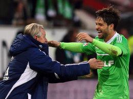 Diego jubelt nach seinem 1:0 mit Lorenz-Günther Köstner