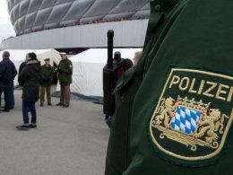Von Seiten der Polizei fanden die in Zelten vor der Allianz Arena durchgeführten Kontrollen Zustimmung.