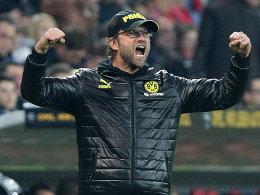 Dortmunds Trainer Jürgen Klopp jubelt ausgelassen nach dem Sieg in Mainz.