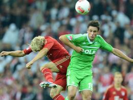 Die Startelf winkt: Wolfsburgs Christian Träsch, hier rechts gegen Bayerns Tymoshchuk, soll am Mittwoch den gesperrten Josué ersetzen.